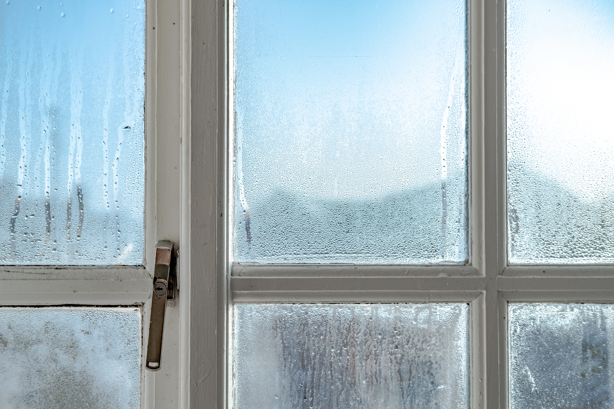 French-window-has-condensation